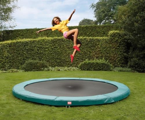 trampolinspringen ist fitness für die ganze familie - trampolin