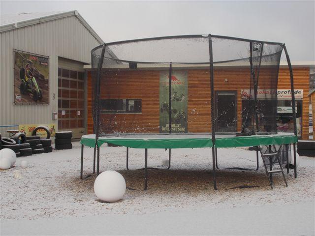 am samstag geht s auf zu trampolin blog. Black Bedroom Furniture Sets. Home Design Ideas