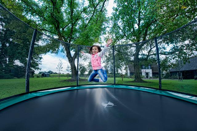 Springspaß ohne Ende auf BERG Trampolinen von www.trampolin-profi.de auch im Herbst und Winter