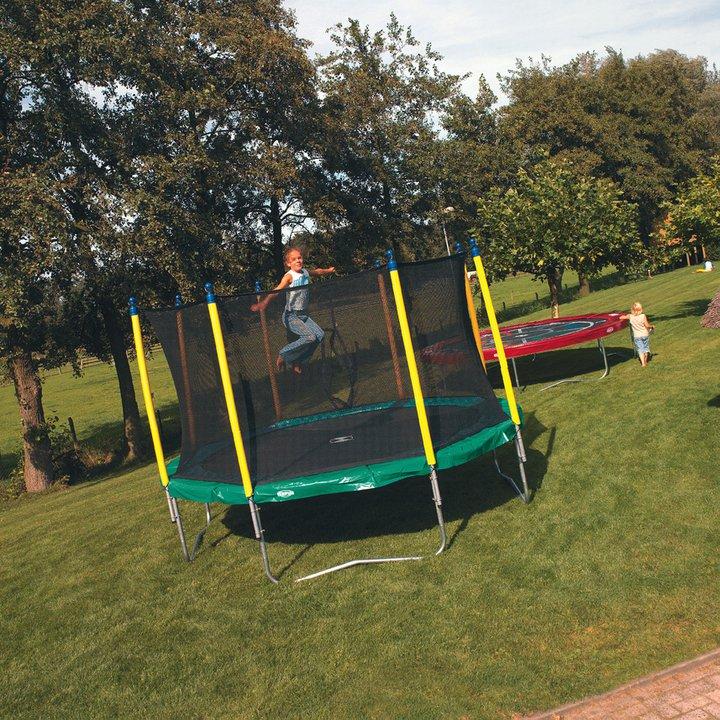 das gartentrampolin ein riesenspa direkt vor der haust re trampolin blog. Black Bedroom Furniture Sets. Home Design Ideas
