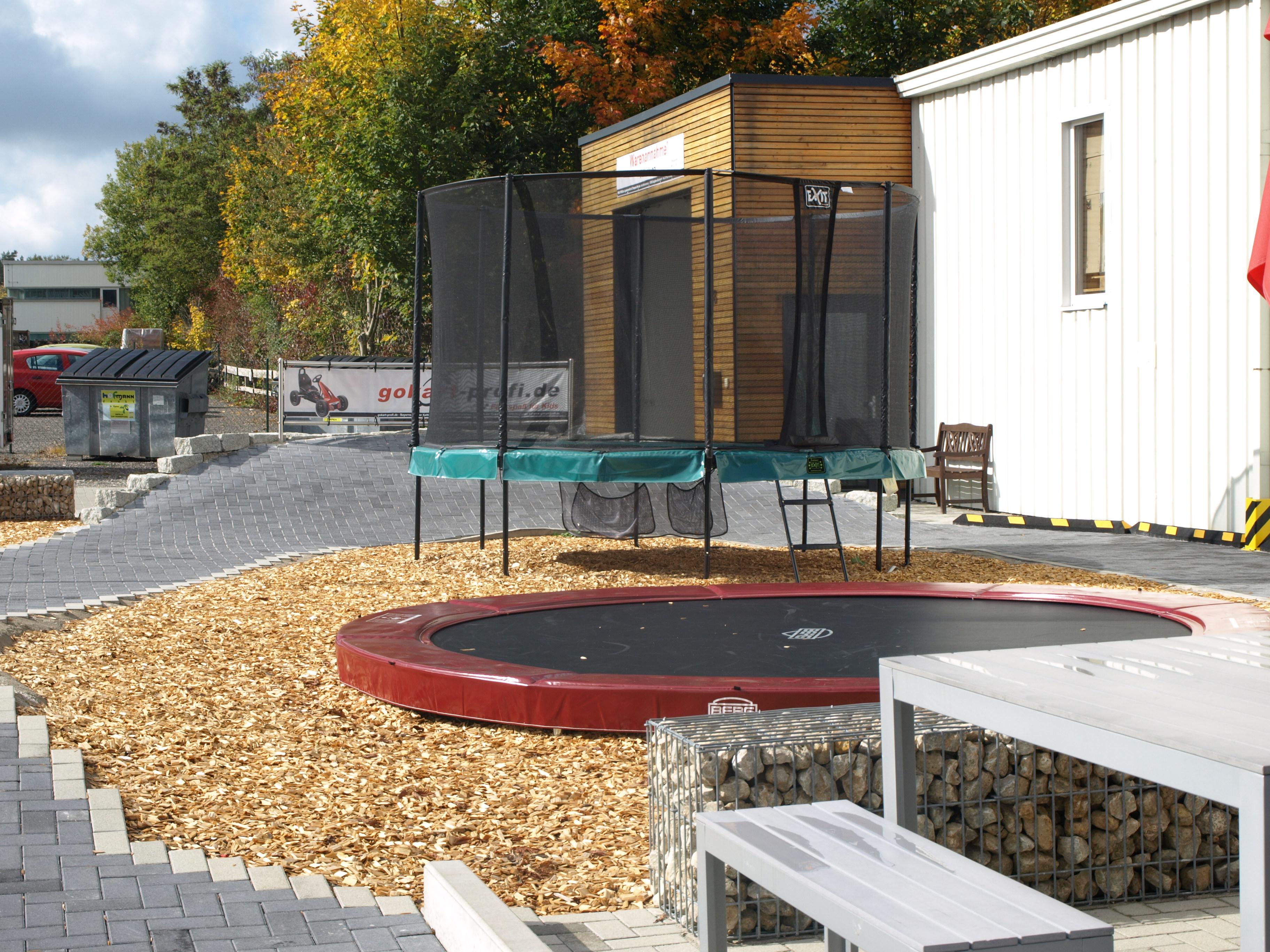 qualit ts gartentrampoline im abverkauf trampolin blog. Black Bedroom Furniture Sets. Home Design Ideas