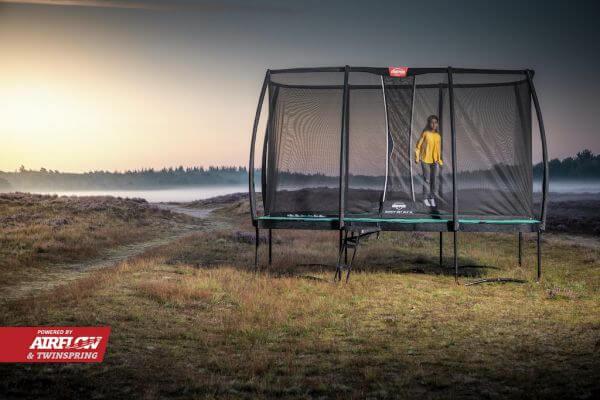 BERG Ultim Champion auf Beinen rechteckig - kaufen auf trampolin-profi.de