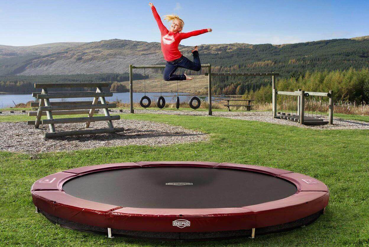 Spaß und Spiel auf dem BERG Elite Inground Trampolin - Beratung - trampolin-profi.de