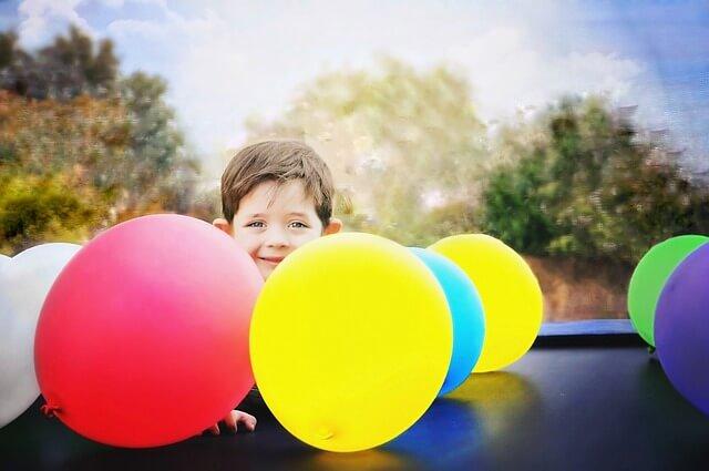 Trampolin Übungen machen Kinder sportlich - Ratgeber trampolin-profi.de