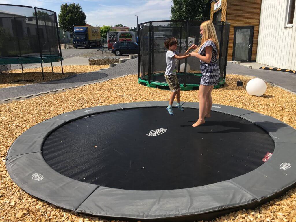 Kindertrampolin - jetzt im Sommer der Hit bei den Kids