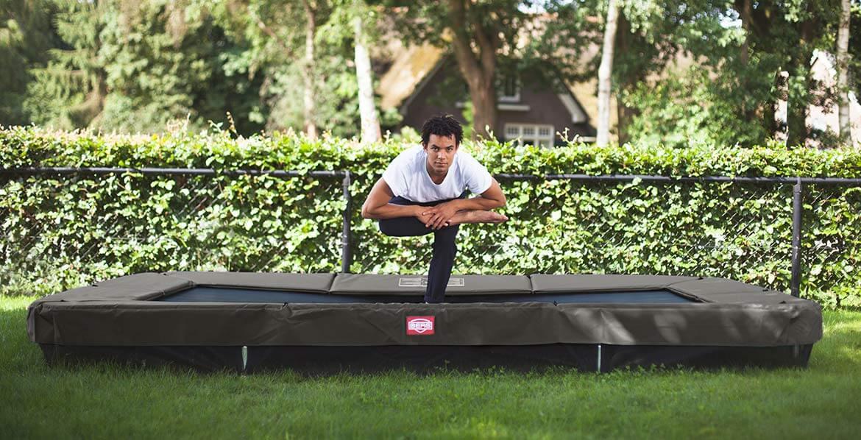 trampolin im garten auch f r erwachsenensport gesund. Black Bedroom Furniture Sets. Home Design Ideas