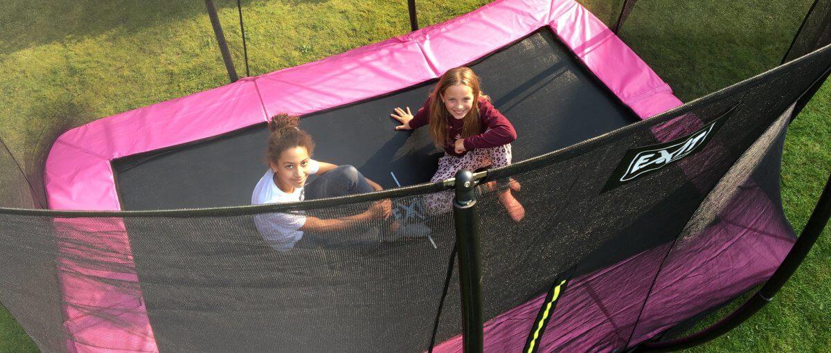 Trampolin für Kinder: das ist zu beachten - Rechteckige Trampoline liegen voll im TREND - trampolin-profi.de