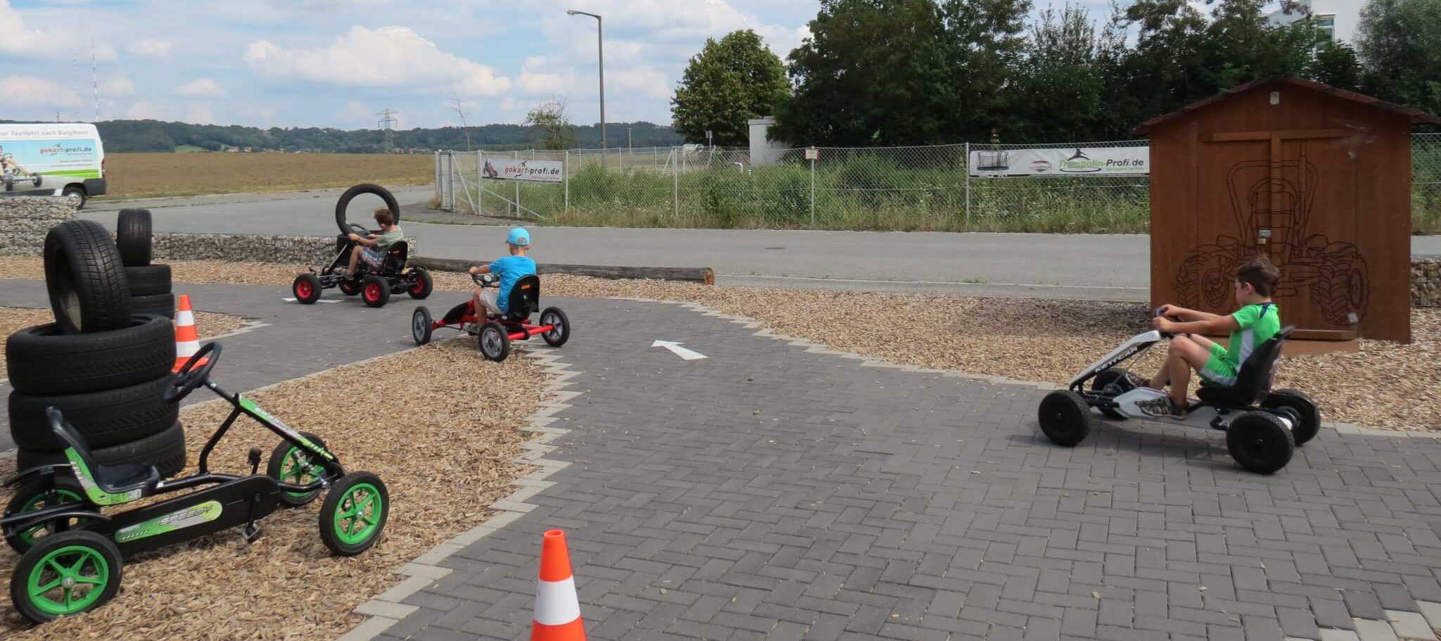 Sommer Kindergeburtstag: wie wäre es mit einer Party auf der Kettcar Bahn - trampolin-profi.de