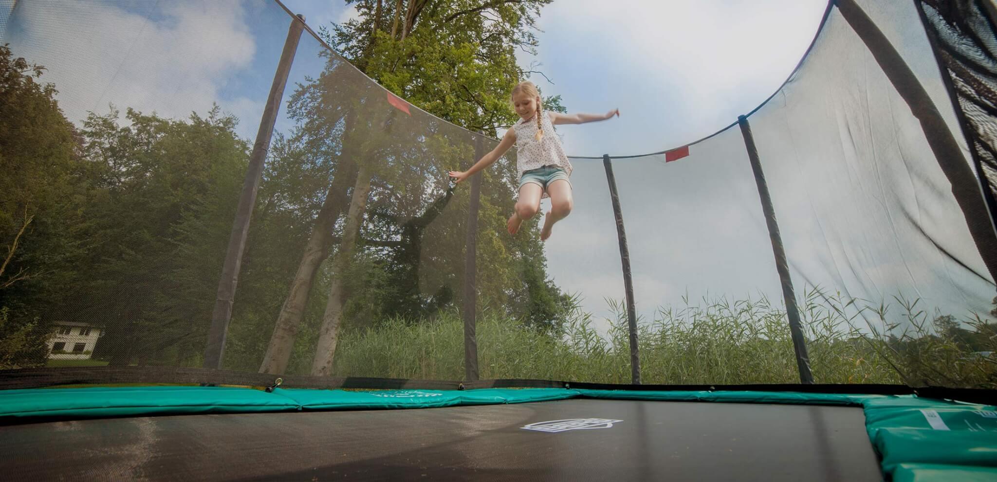 Trampolin im Garten – eine super Ferienbeschäftigung - Ratgeber trampolin-profi.de