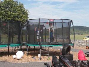 Der ultimative Trampolin Check in unserer Ausstellung - Kinder testen Trampoline bei trampolin-profi.de