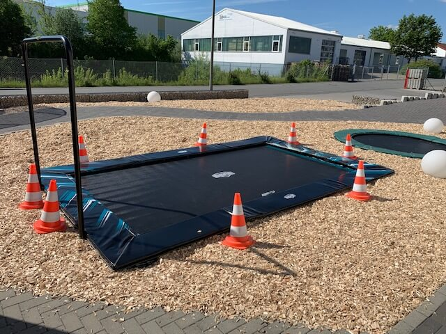 Neu in der Trampolin Ausstellung - BERG Ultim Elite mit Airwall - trampolin-profi.de - Bild Aufbau