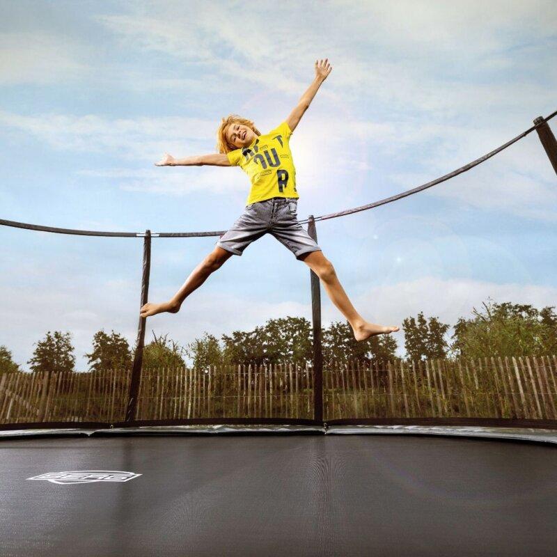 Gartentrampolin für Kinder = Glück inklusive - Beratung trampolin-profi.de