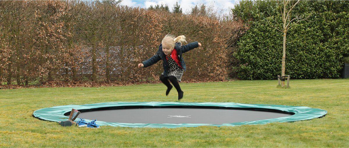 Trampolin im Winter - Flatground Modelle lässt man in der Regel im Freien - Ratgeber trampolin-profi.de