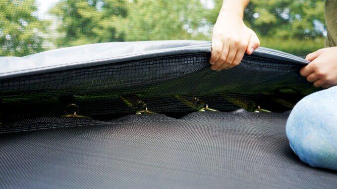 Kontrolle am Trampolin - vor dem Wintereinbruch ein Muss - trampolin-profi.de
