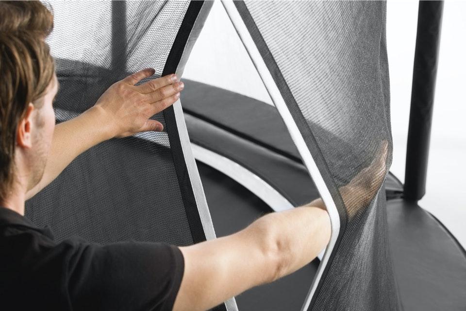 SALTA First Class Sicherheitsnetz mit Praktischem Schlupfeingang - Infos bei trampolin-profi.de
