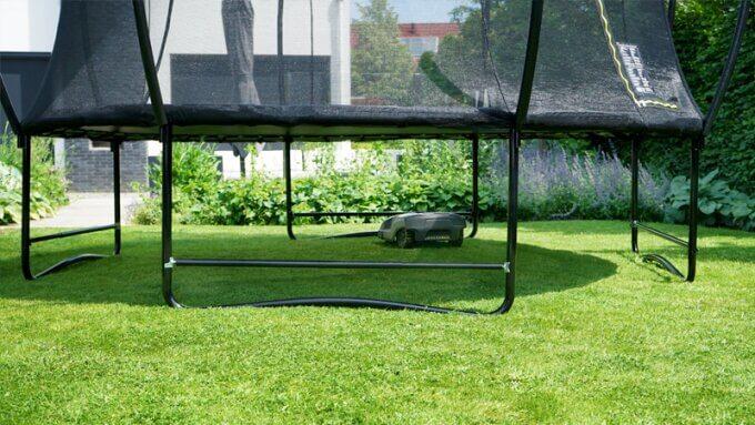 Entspannte Rasenpflege - Mähroboter - Trampolin + Mähroboter-Stopp von EXIT - kaufen auf trampolin-profi.de