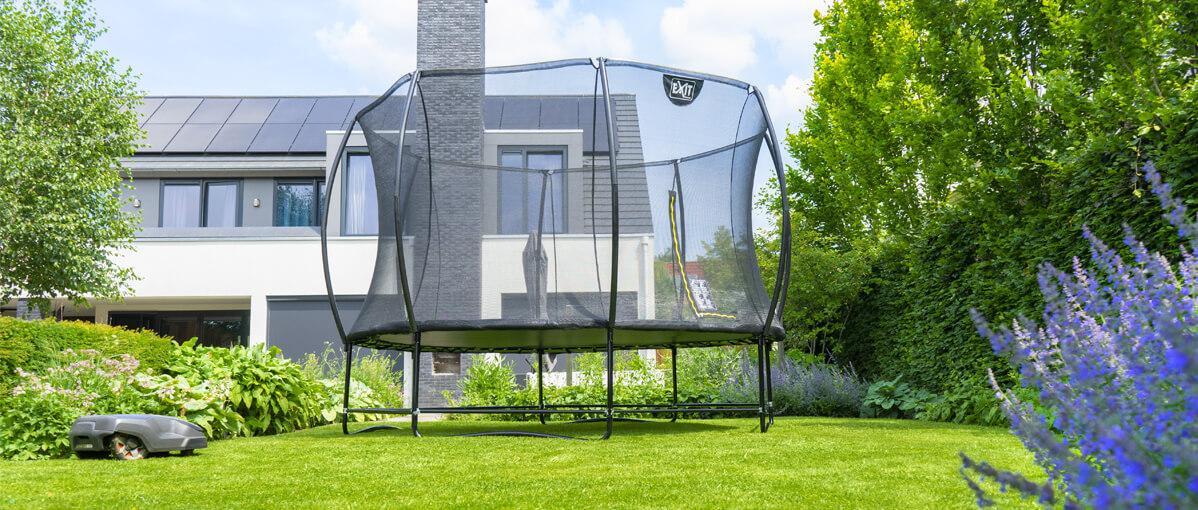 gepflegter Rasen - EXIT Mähroboter Stopp - Top Preis bei trampolin-profi.de