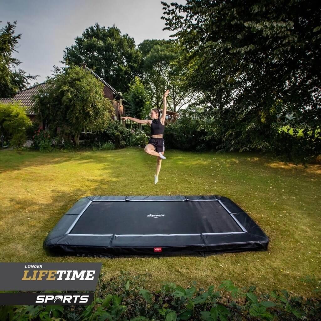 BERG Ultim Favorit 410 - Neuheit bei trampolin-profi.de - Black Edition
