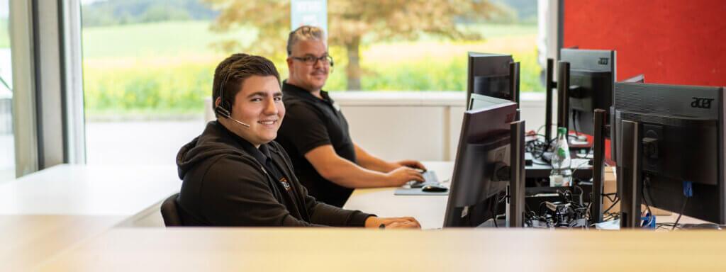 Unsere Trampolin Fachberater sind unter ☎ 09188-9999001 für Sie da - trampolin-profi.de