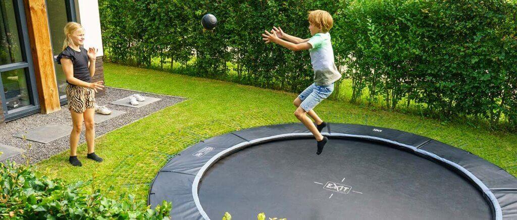 Trampolin Spaß im Garten = gesunde Bewegung - Beratung trampolin-profi.de